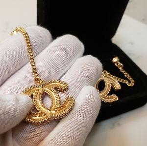 Vtg Coco Chanel drop hanging earrings